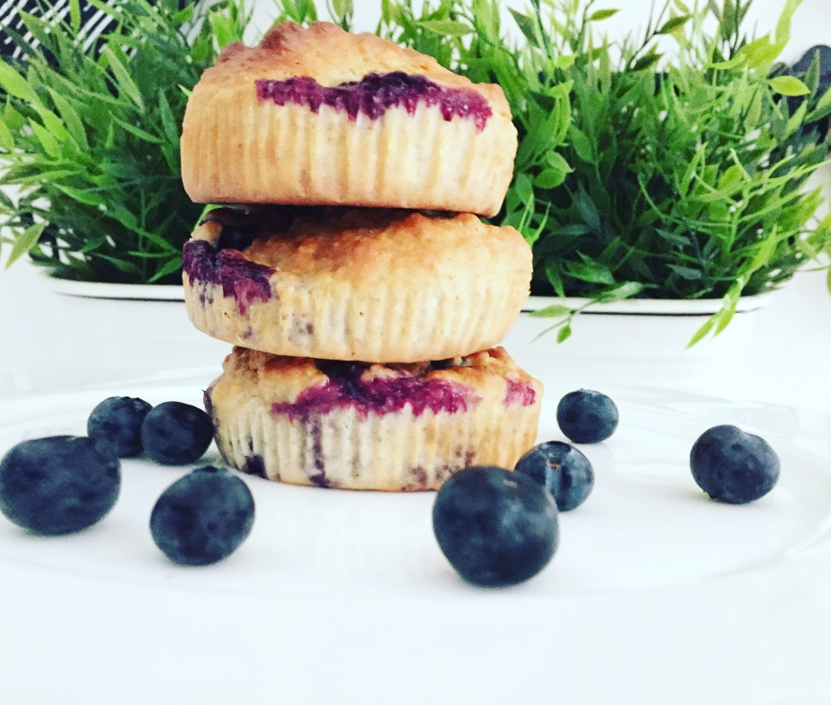 HEALTHY BLUEBERRY AND OAT MUFFINS